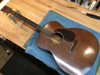 Conversion righty to lefty on tenor guitar
